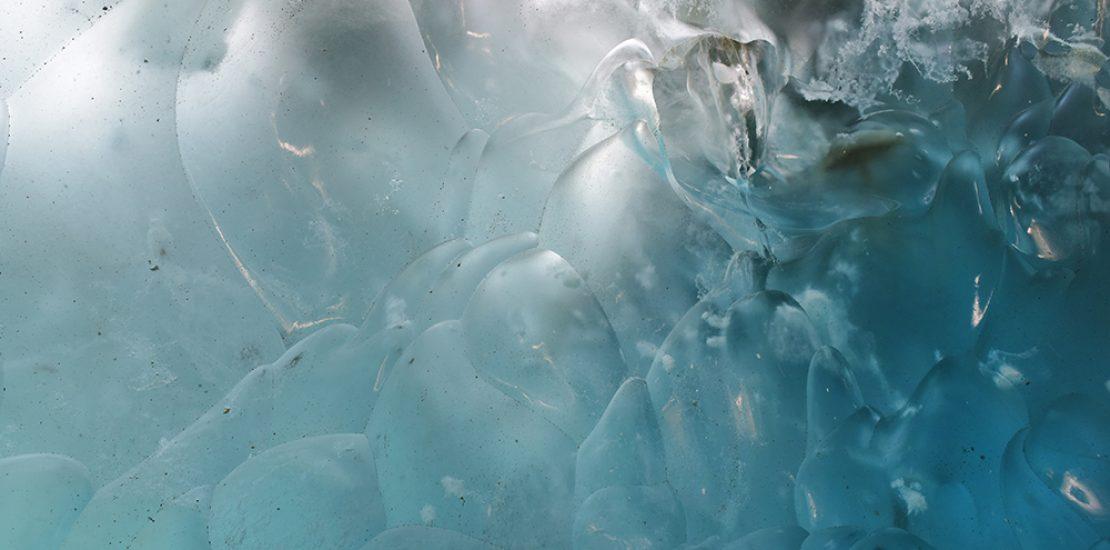 Blue ice Beeldcolumn Diewke van den Heuvel